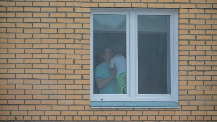 «Надейся и жди!»: жители Лесопарковой решили не отставать от итальянцев и спели песню всем домом