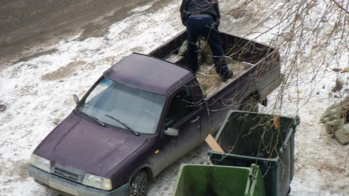 В Омске будут штрафовать предпринимателей, которые выбрасывают мусор в чужие контейнеры