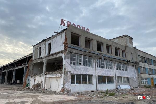 Для КСК когда-то выделили большой пустырь за городской чертой. Сейчас это место практически в центре Тюмени