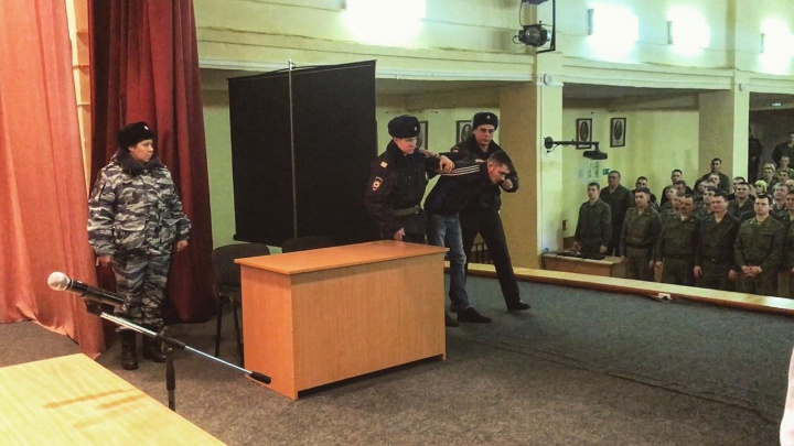 Сержант украл у тещи ювелирные украшения на крупную сумму и продал их