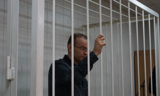 Экс-полицейского обвинили во взяточничестве, а в его квартире обнаружили четыре миллиона рублей