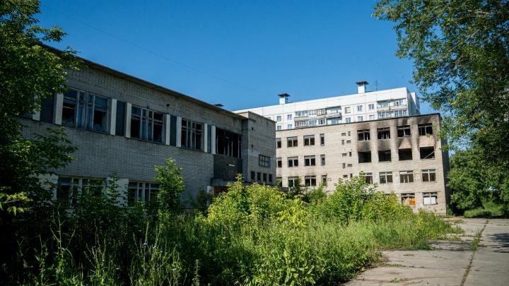 Заброшенное здание ПТУ в Новосибирске выставили на аукцион за 49,8 миллиона