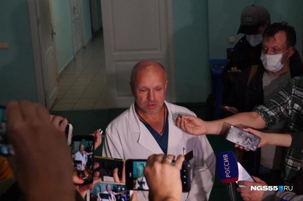 Анатолий Калиниченко заявил о том, что омским медикам сейчас не нужна внешняя помощь