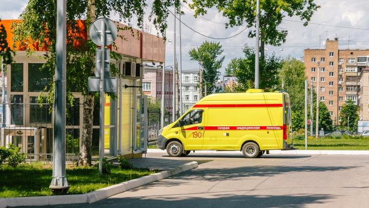 К больным ОРВИ и пневмонией будут выезжать бригады скорой помощи в защитных костюмах