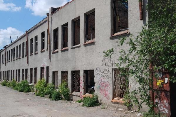 Здание заброшено уже несколько лет