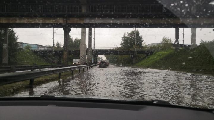 На затопленном участке улицы Шефской вновь ограничили движение