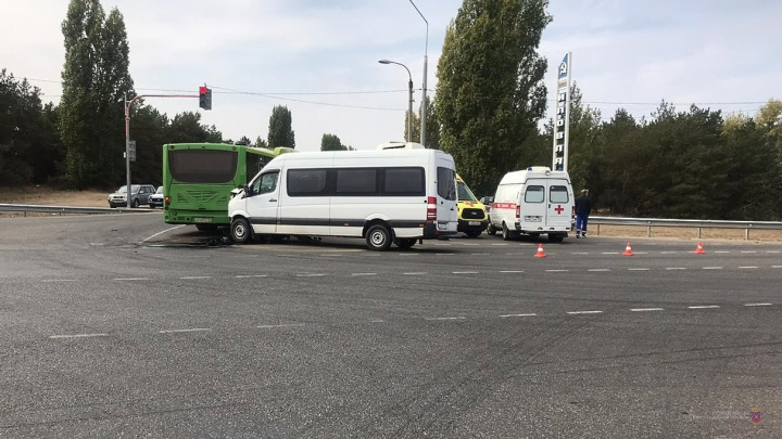 Есть пострадавшие: на трассе под Волгоградом столкнулись маршрутка и рейсовый автобус