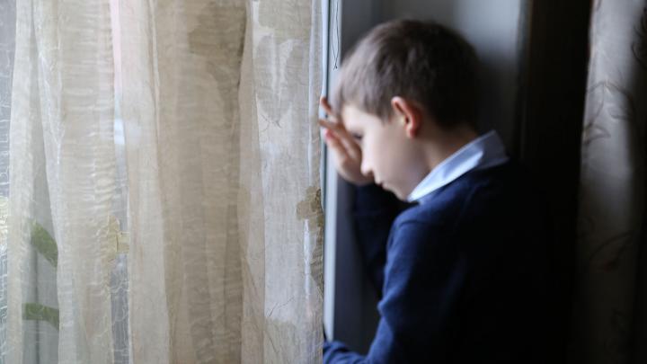 «Закрой рот, я сказала»: как фразы родителей меняют характер и психику детей. Разбор с экспертами