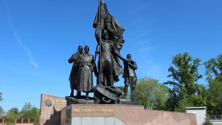 В Красноярске установили памятник «Под знаменем Победы» при содействии холдинга «Сибирский цемент»