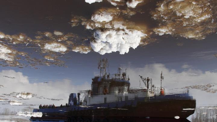 Река превратилась в облачное небо: смотрим, как красиво с Северной Двины уходит лёд