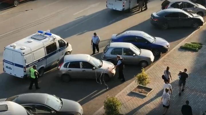 Силовики оцепили часть Ленинградской площади — оперативников вызвал таксист
