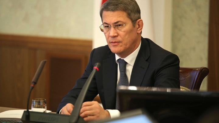 Радий Хабиров обязал чиновников носить маски и соблюдать дистанцию
