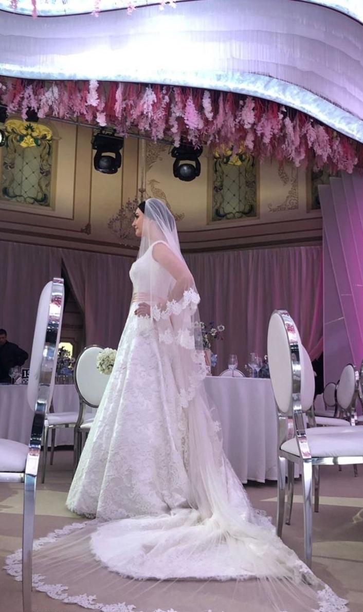 Накануне в СМИ появилась информация, что замуж выходит Анна — другая внучка Аристова, но нет, это Елизавета
