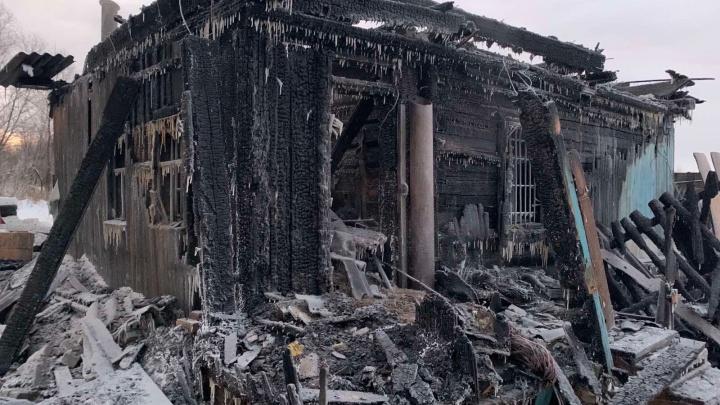 В Тобольске в ночном пожаре погибла семья— отец, мать и двое детей