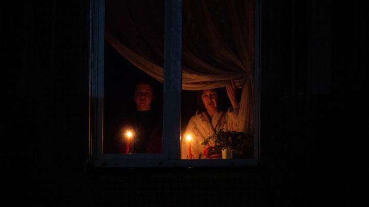 В Новосибирске жители трёх многоэтажек зажгли свечи в память о героях Великой Отечественной войны
