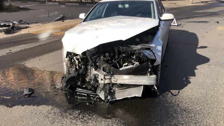 «Все почувствовали себя гонщиками на пустых дорогах»: в Ярославле разбились две машины