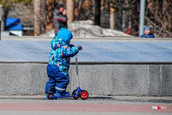 7 апреля 2020 года Владимир Путин подписал указ о выплате по 5 тысяч рублей на каждого ребенка — на деньги могут претендовать семьи с детьми до трех лет