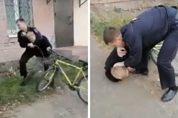 Полицейский пытался затащить подростка в отдел, а тот, как мог, сопротивлялся