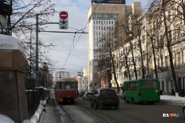 Если в работе общественного транспорта произошел сбой, то в 34% случаев это вина автомобилистов