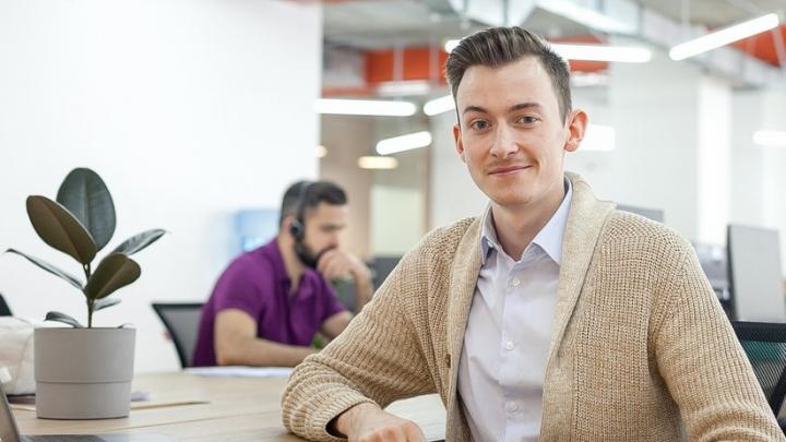 В офис — в пижаме, с боссом — на «ты»: как попасть на работу в неформальный банк