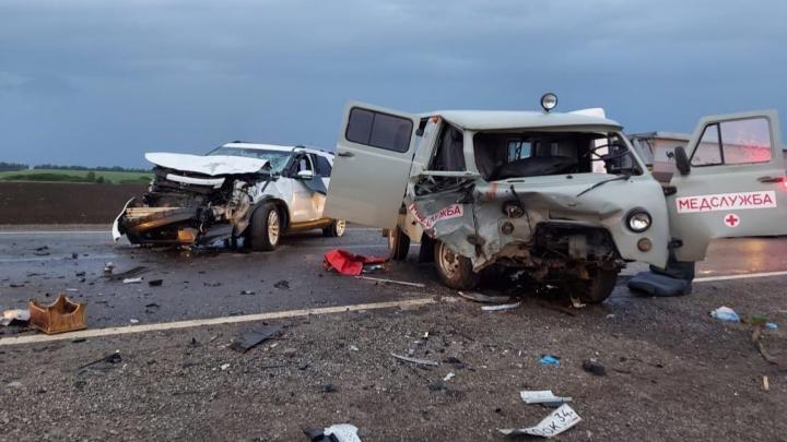 В Ростовской области четыре человека пострадали в страшном ДТП со скорой