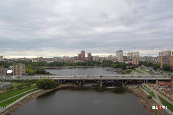 Стройка на мосту будет идти еще три года
