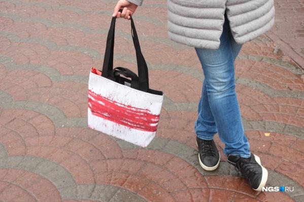 Сама по себе сумка предназначена для похода в магазин, чтобы обладатель мог не пользоваться пластиковыми пакетами