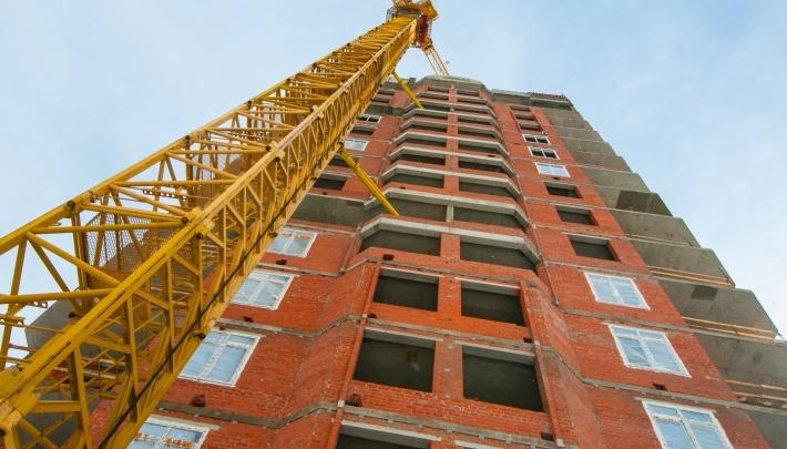 Областные власти пообещали помочь достроить дом на Челюскинцев, который забросили два года назад