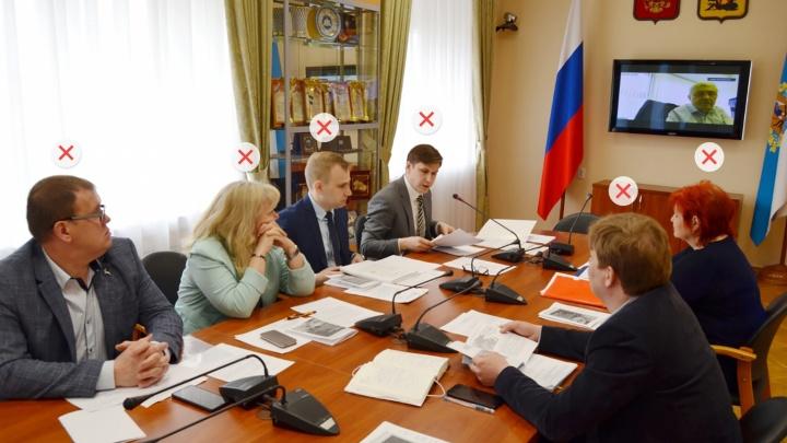 Сбросили маски: смотрим, как чиновники и депутаты Архангельской области защищаются от коронавируса