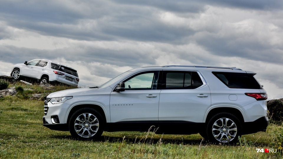 Chevrolet Traverse для американского рынка имеет левый лючок: машины у американцев большие и многие предпочитают заправлять их, не огибая автомобиль