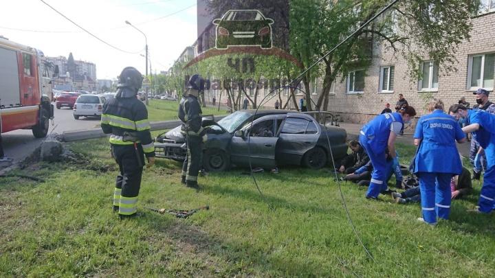 «Пятница, она такая»: на улице Попова водитель снес столб