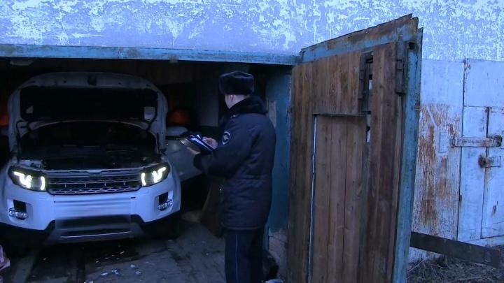 ОМОН и полиция накрыли логово автоугонщика на Уралмаше