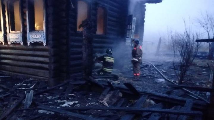 В селе под Талицей трое маленьких детей погибли во время пожара в частном доме
