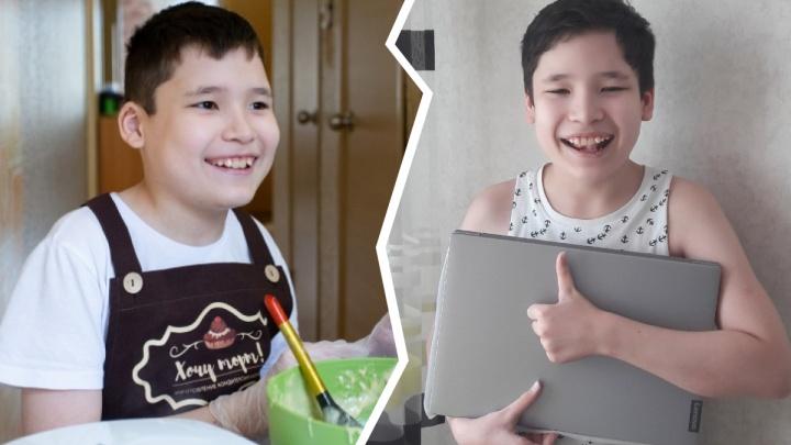 Челябинский школьник, страдающий аутизмом, заработал себе на ноутбук сладкими вафлями
