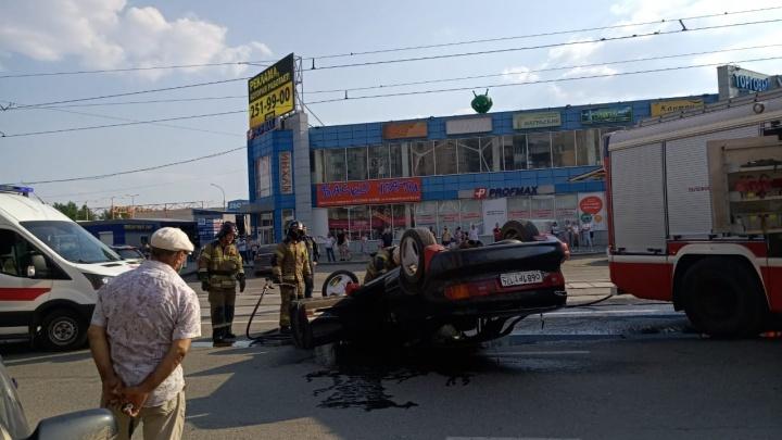 «И без превышения не было шансов»: появилось видео ДТП на Уралмаше, где перевернулась машина