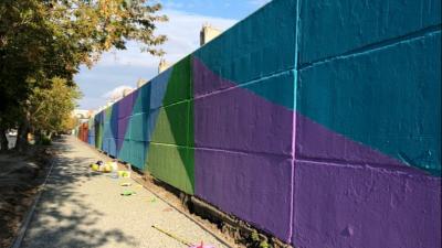 В Кургане художники превратили стену в районе КЗКТ в арт-объект