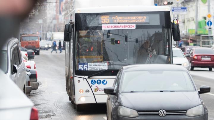 Водители ростовских автобусов из-за коронавируса могут остаться без зарплаты