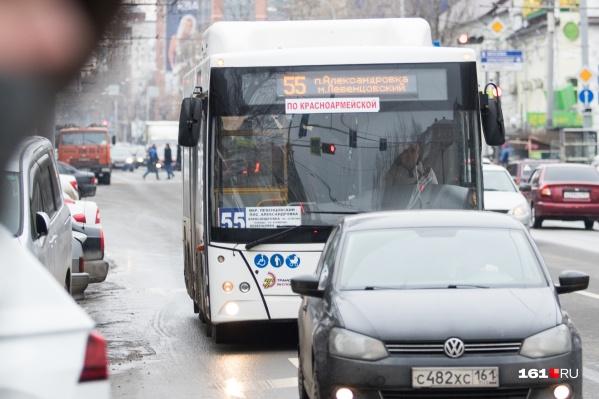 На автобусах резко перестали ездить не только школьники и студенты, но и пенсионеры