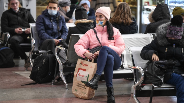 Новый осенний пик: в Свердловской области за сутки подтвердили 349 случаев COVID-19