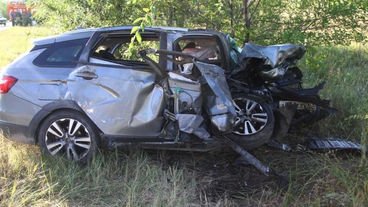 Столкнулись Vesta и BMW с военными: репортаж с ДТП, в котором погибли 5 человек