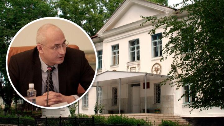 Министр образования отправится в школу после обращения учителей к Текслеру против её закрытия