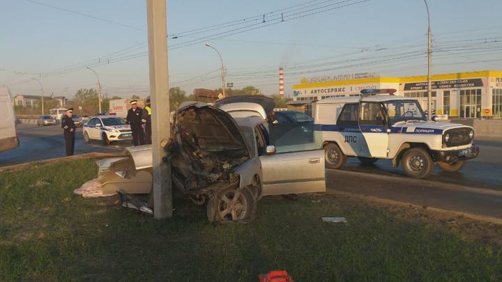 Водитель Subaru насмерть разбился в ДТП на проезде Энергетиков — он врезался в столб