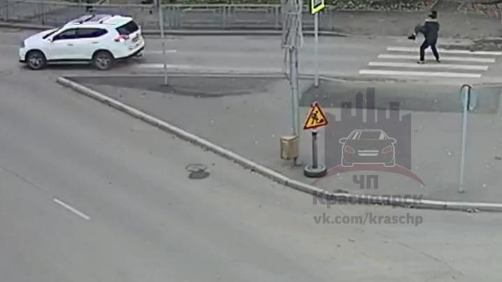 Водитель проехался по ногам пешехода, а потом на руках донес пострадавшую до своей машины