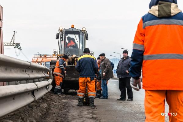 Движение закрыли из-за ремонта путепровода