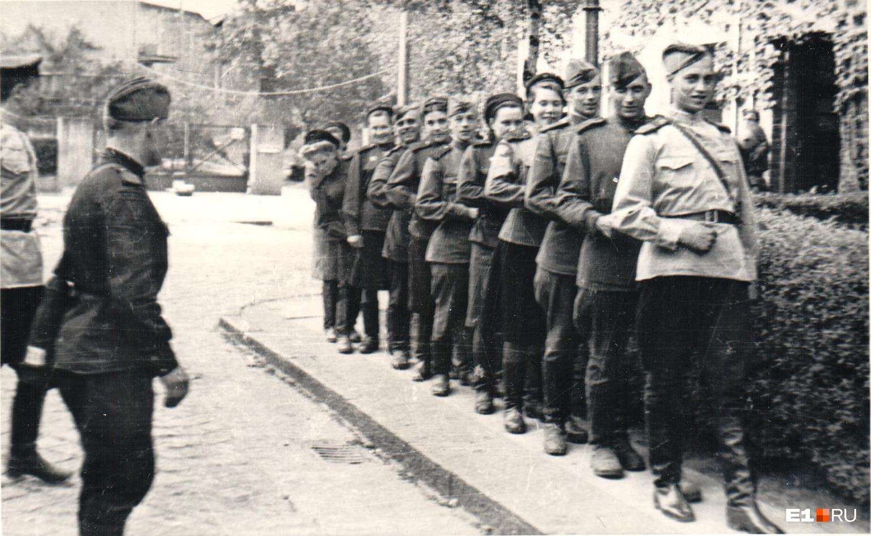 Борис Ваулин ушёл на фронт в первый день войны, после окончания средней школы. В составе войск Северо-Западного фронта и Второго Белорусского фронта он прошёл всю войну, а потом ещё два года оставался в составе северной группы войск Советской армии на территории Германии и Польши