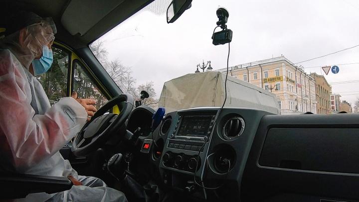 Водитель автобазы омского Минздрава пожаловался на переработки и зарплату в 18 тысяч
