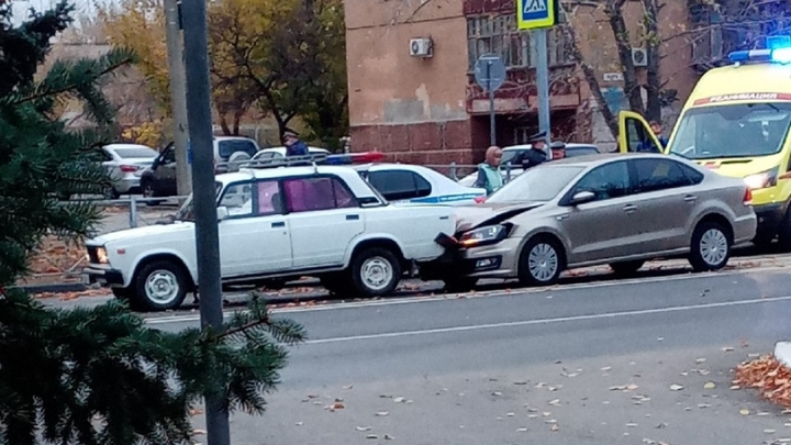 «Переходили дорогу вместе с мамой»: в Волжском на пешеходном переходе сбили детей