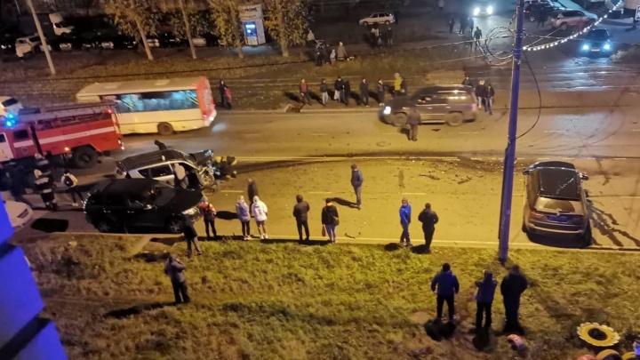Выехал на встречку: в Ярославле в ДТП пострадали люди