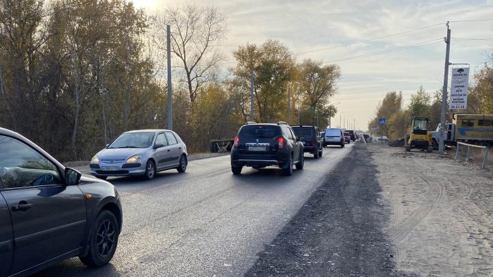 От моста через Волгу до Бурковского: на трассе Волгоград — Волжский — 10-километровая пробка
