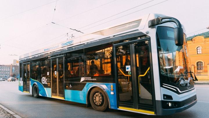 В Омске на десяти маршрутах транспорт будет ездить до 11 вечера